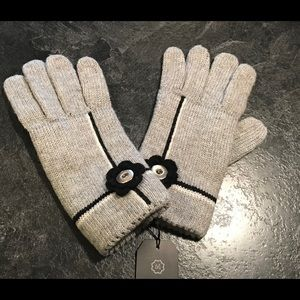 Magnolia and Vine Gloves